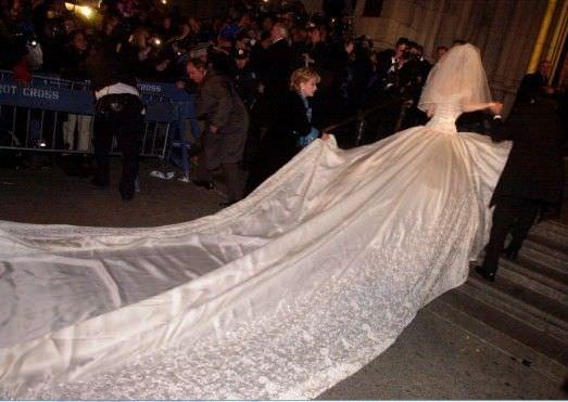 edd399fdf3 El vestido de matrimonio de Thalía fue creado por la diseñadora mexicana  Mitzy